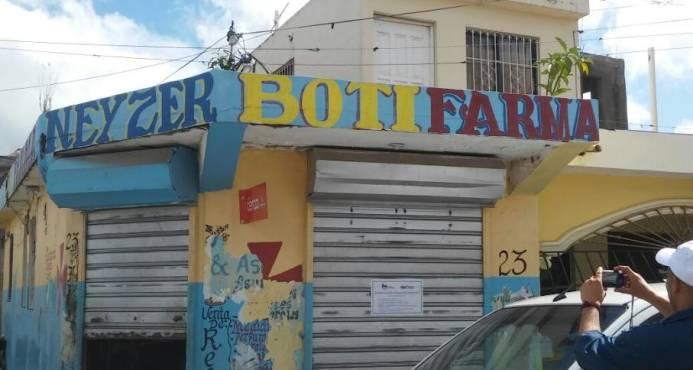 Ministerio de Salud y Procuraduría cierran establecimientos farmacéuticos en Santo Domingo Este   Boticas cerradas por Salud Pública.