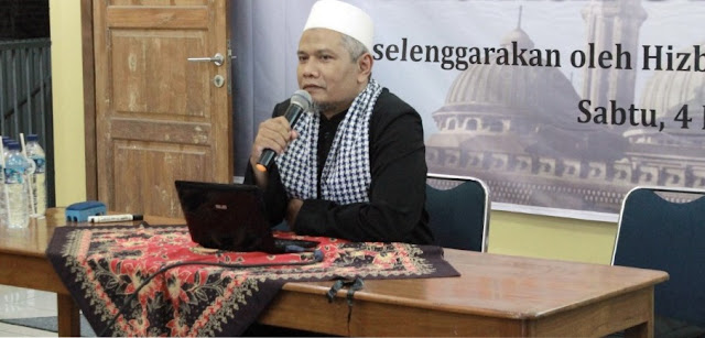 KH. M. Faiz Pengasuh Pondok Pesantren Abdurrahman Bin Auf Klaten