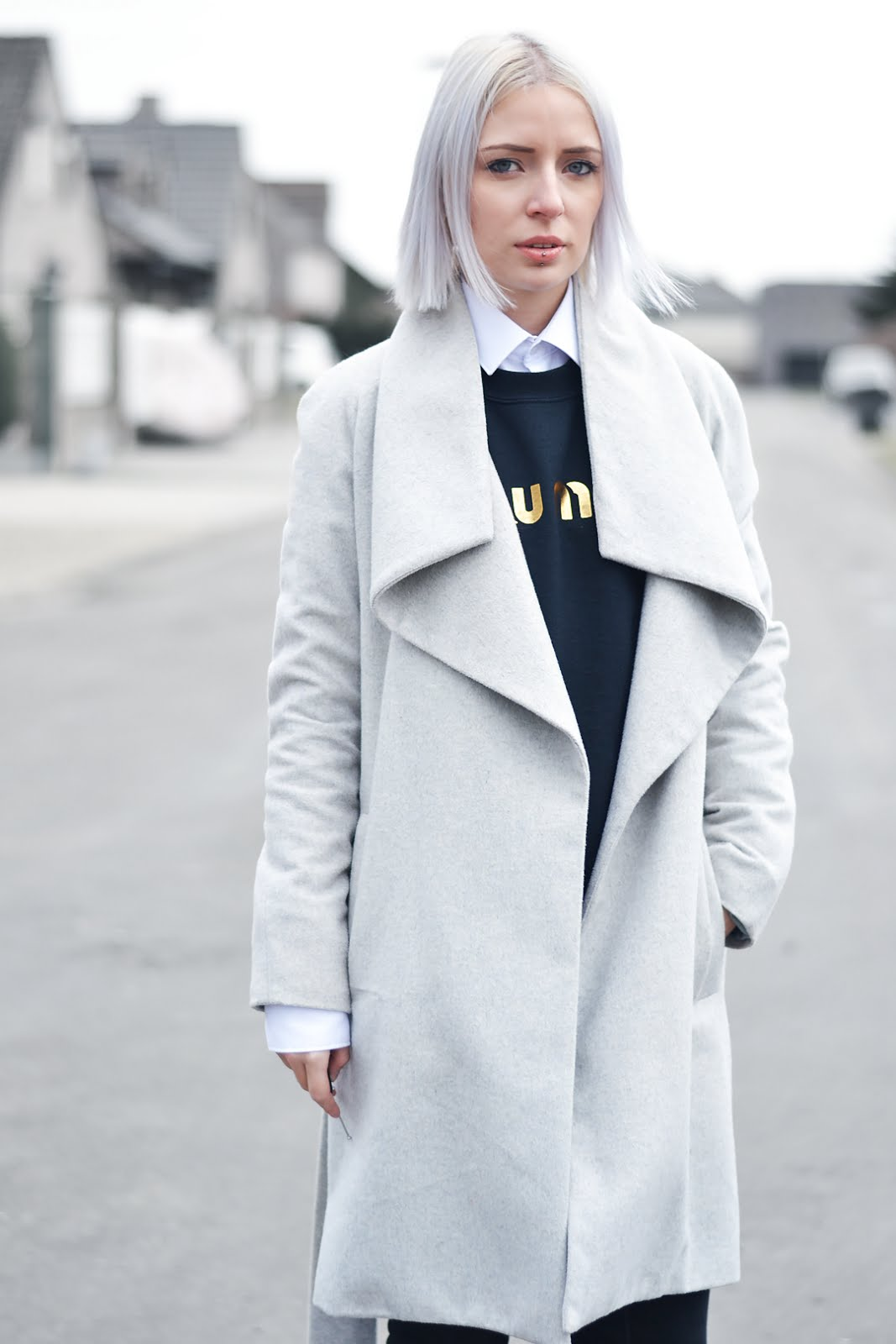 Grey coat, mango, brian lichtenberg, miu miu, shirt under sweater, adidas superstar, belgian fashion blogger, belgische mode blogger, street style, minimal