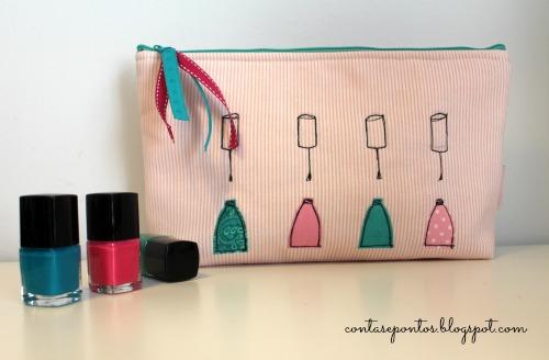 Bolsa em tecido com aplicações