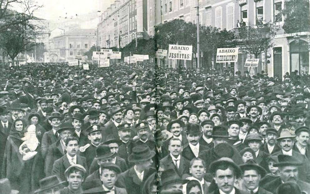 Fotografía de una manifestación anticlerical celebrada en Lisboa en 1912