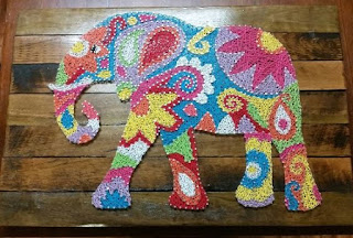elefantino colorato con fiori in string art