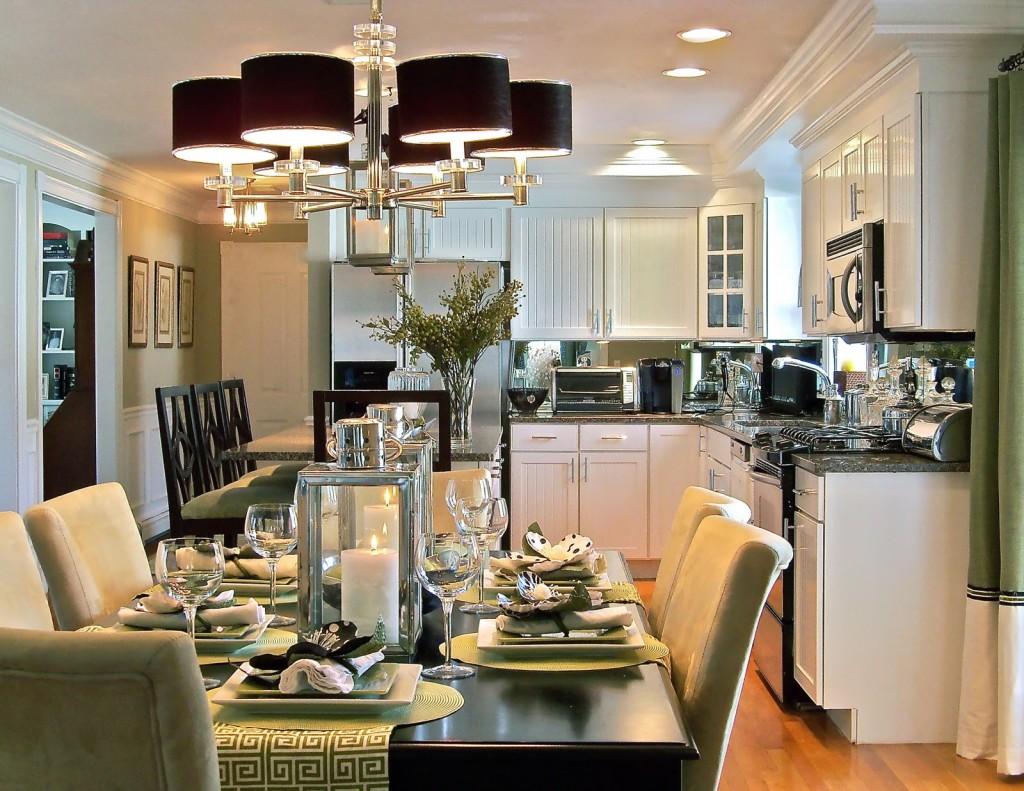 COMBO LIVING ROOM AND KITCHEN DINING