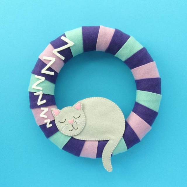 http://bugsandfishes.blogspot.co.uk/2017/10/a-year-of-wreaths-october-cosy-cat-felt.html