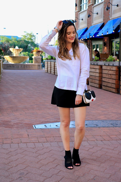 Nyc fashion blogger Kathleen Harper showing how to dress up shorts