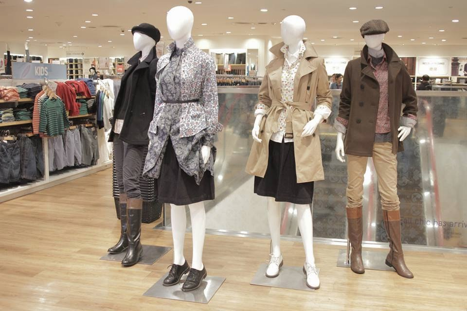 first look uniqlo 39 s fall winter 2014 collection features. Black Bedroom Furniture Sets. Home Design Ideas