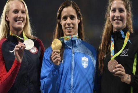 Δακρύσαμε: Η στιγμή της ανάκρουσης του Εθνικού Ύμνου για το χρυσό της Κατερίνας Στεφανίδη! Ευχαριστούμε κοριτσάρα... !!