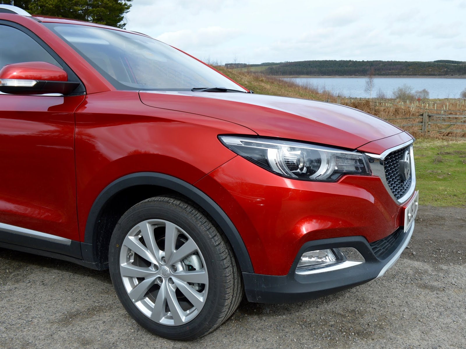 MG ZS 1.5 Excite Review | A New Compact SUV for less than £13,000 - front of car