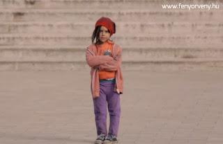 kislány,unicef,hajléktalan,otthontalan,társadalom,bánásmód,emberség