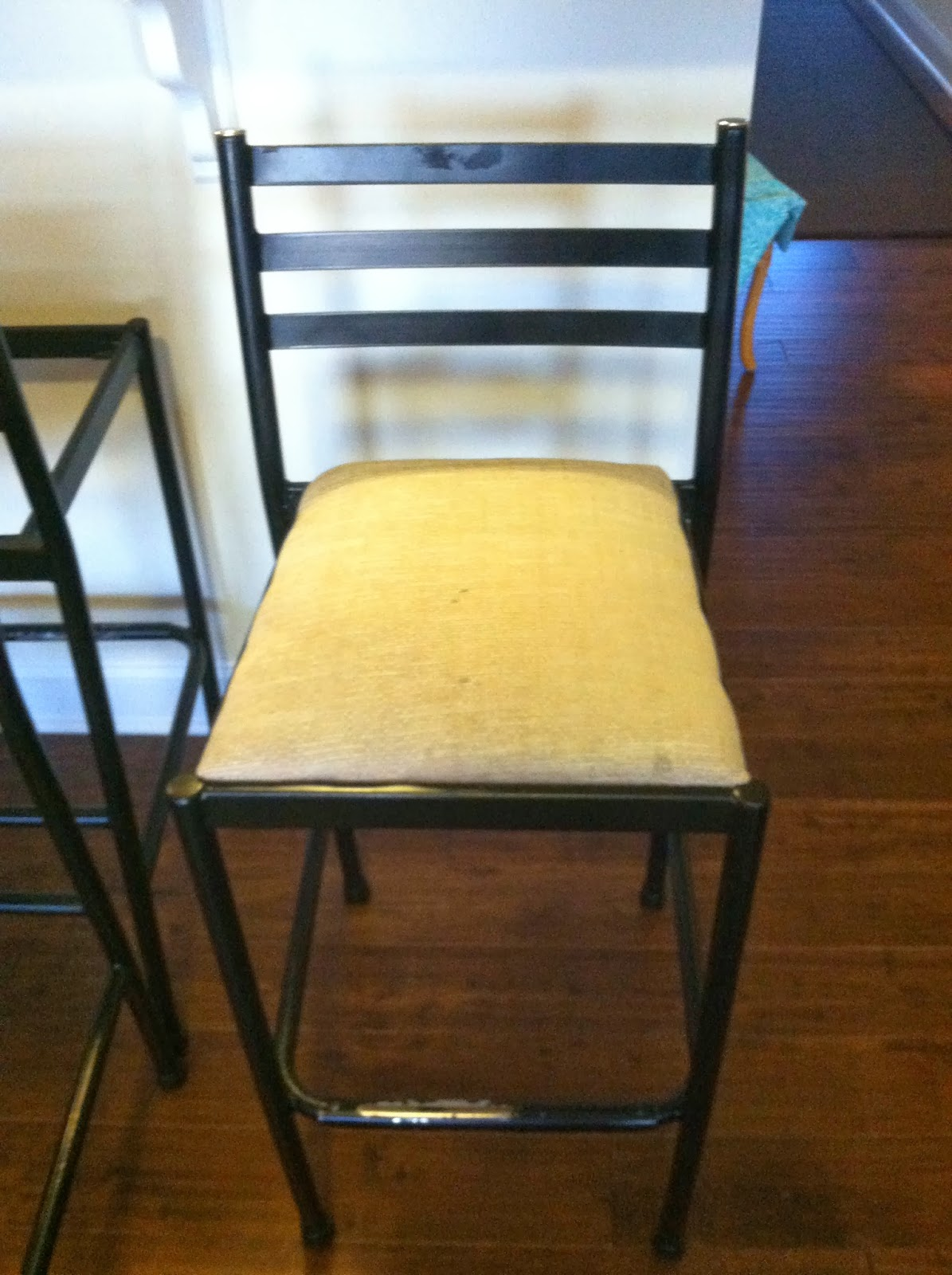 Home Chic Raleigh: Craigslist Barstools