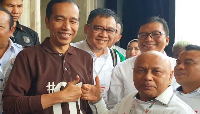 Jangan-Jangan Jokowi Yang Politikus Genderuwo