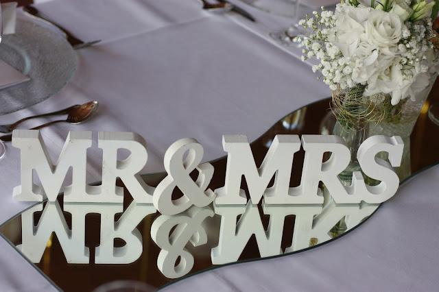 Mr & Mrs Gold und Weiß, goldene Sommerhochzeit im Riessersee Hotel Garmisch-Partenkirchen, gold white wedding in Garmisch, Bavaria, lake-side, summer wedding
