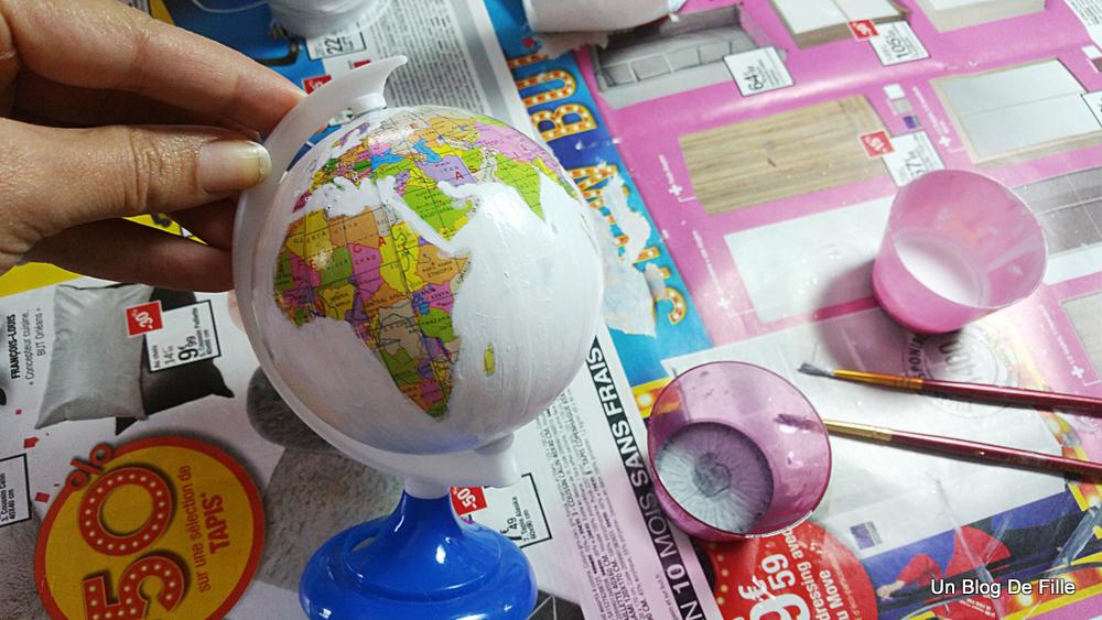 un blog de fille diy customiser un globe terrestre. Black Bedroom Furniture Sets. Home Design Ideas