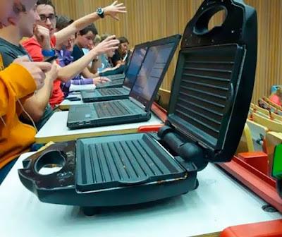 Lustige Uni Vorlesung mit Laptops
