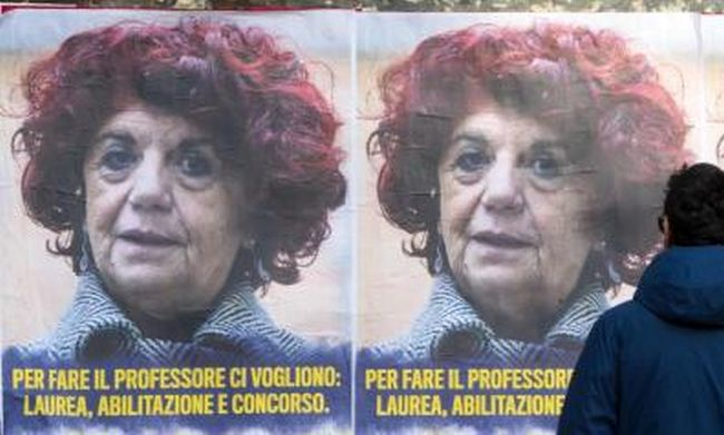 Manifesti anonimi anti-ministra Fedeli: per Adinolfi