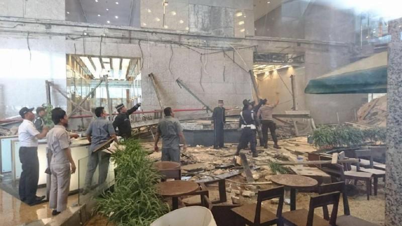 Ambruknya Selasar Tower II Bursa Efek Indonesia (BEI)