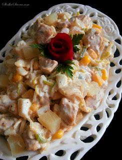 http://www.slodkastrona.com/2015/01/saatka-z-kurczakiem-i-ananasem.html