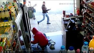 تارودانت24 فيديو .. لص يسرق محل تجاري بتطوان بطريقة ماكرة
