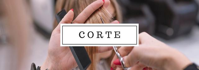mulher-cortando-cabelo
