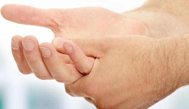 cara mengobati jari tangan kaku dan sakit