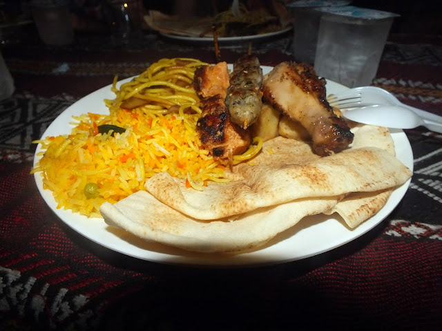 cenar en el desierto de Dubai