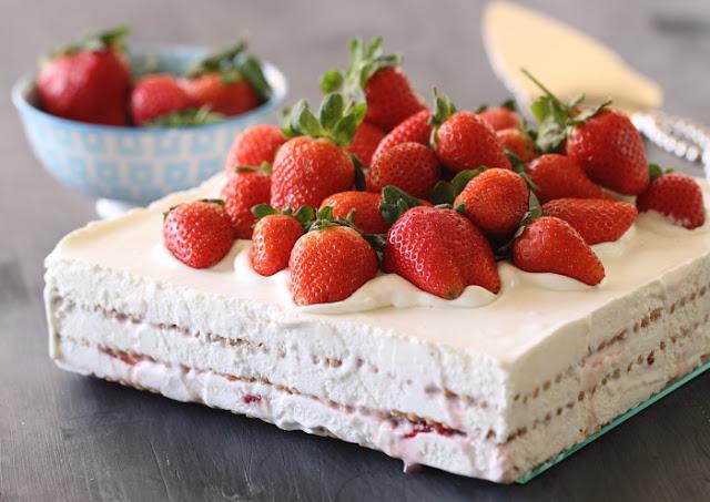 Gâteau aux Petit Beurre et fraises
