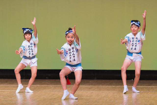 東京新のんき連、イイ笑顔で子供が踊っている写真