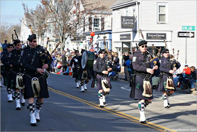 Banda de Música Policías de Boston en el Desfile de Acción de Gracias de Plymouth