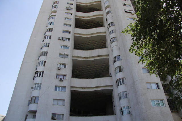 Ouzbékistan, Tachkent, immeuble, avenue Rachidov, © L. Gigout, 2012