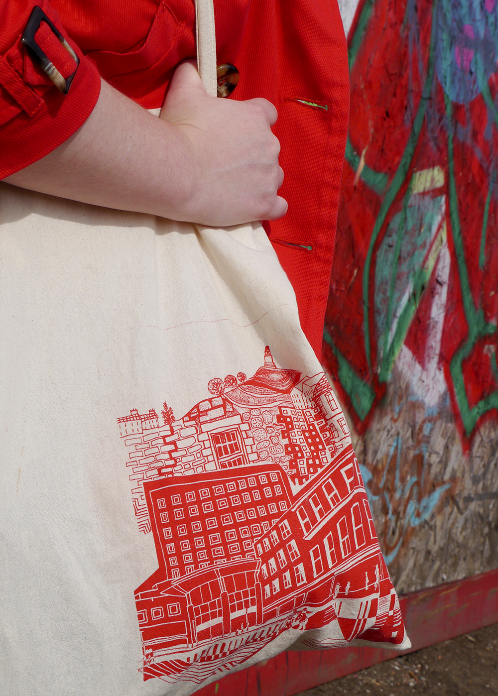 Red Dundee tote bag screen printed at the Dundee Design Festival and worn by Scottish blogger