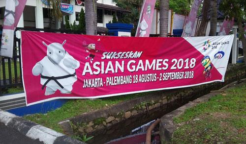 ENERGY OF ASIA : Semangat menggaungkan Asian Games 2018 di kota Pontianak sudah menyebar ke seluruh penjuru kota dengan bertebaranya spanduk Asian Games 2018 milik kita bersama. Foto Asep Haryono