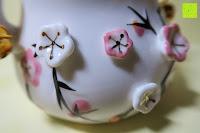 Verzierung Bauch: Japanische Maneki Neko Glückskatze aus Porzellan (Klein, 12 cm)