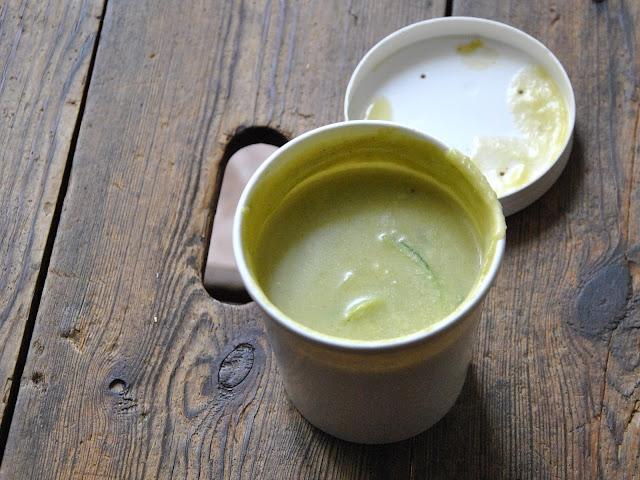 Fresh Parsnip Abendessen: Zucchini-Kokos-Suppe