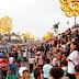 Desfile de carrozas en la Avenida Bolívar para celebrar el día de las Madres