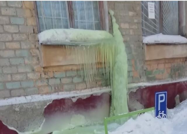 verde nieve en la ciudad rusa de Pervouralsk