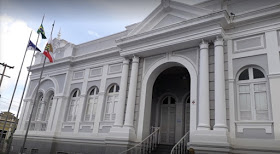 Prefeito de Limoeiro exonera assessor, procuradora e secretários