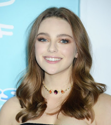 Beauty Of Danielle Rose Russell ( CW TV Babes )