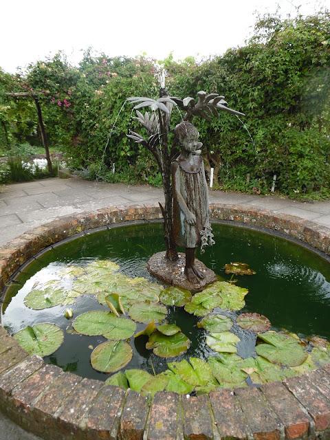 formalne oczko wodne, fontanna