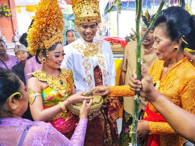 Prosesi Pernikahan Adat Bali dagangan