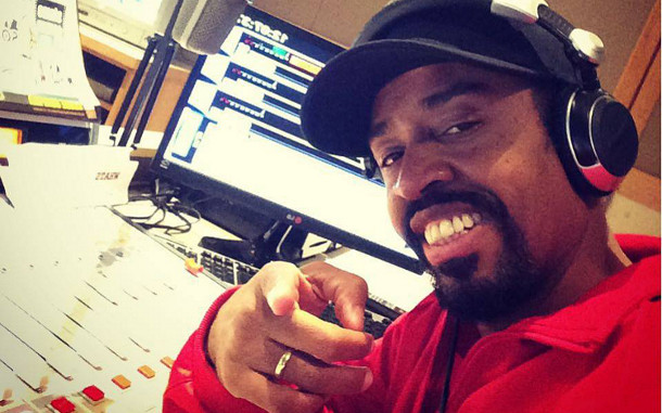 """O DJ Easy Nylon comanda o programa """"Black 105"""", na 105 FM (Foto: Divulgação)"""