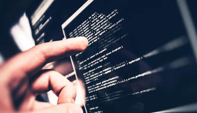 Empresas de TI no Brasil contratam programadores por meio de plataforma online.