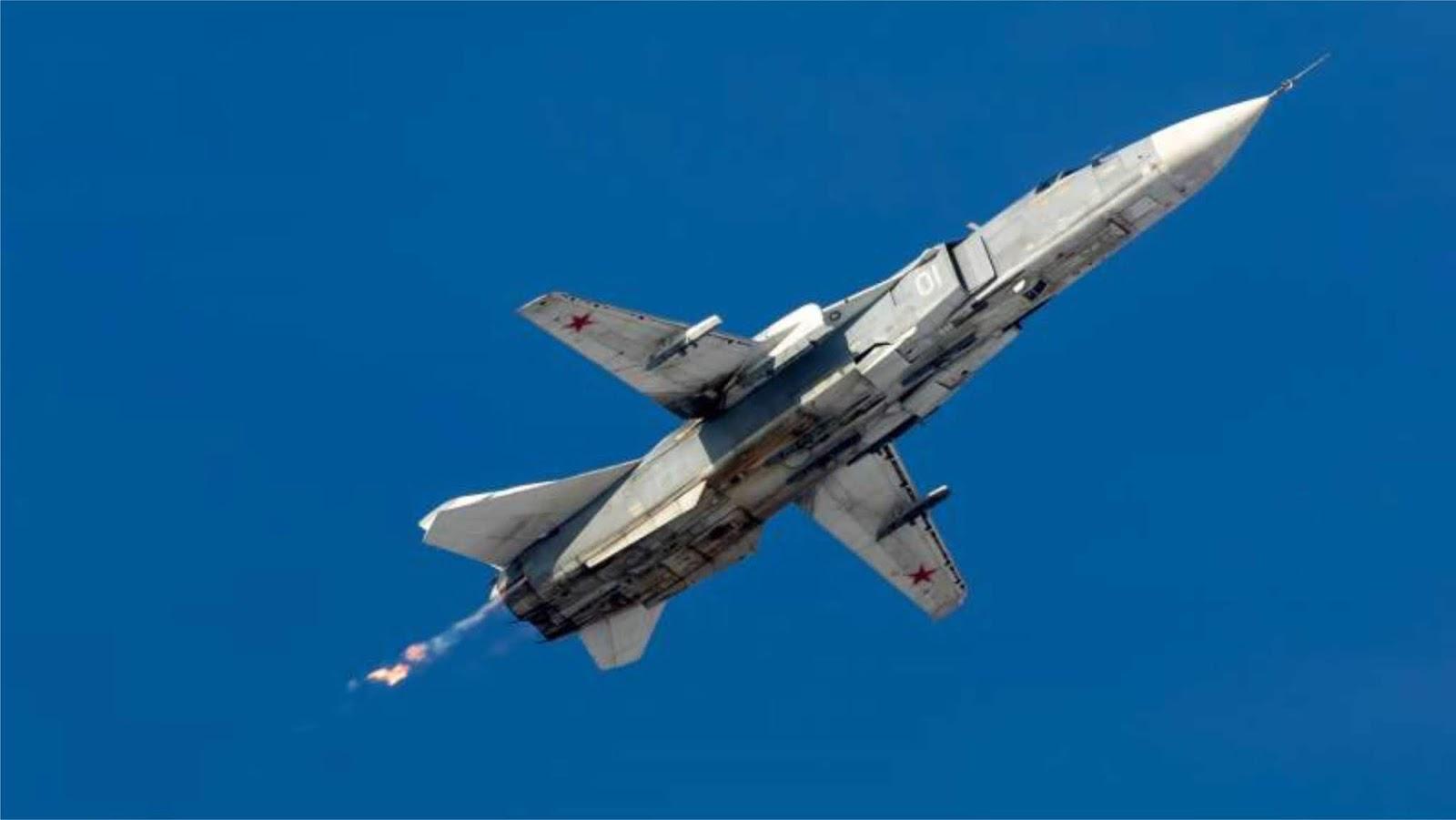 Pesawat tempur Su-24 Rusia terbang rendah di atas kapal Belgia