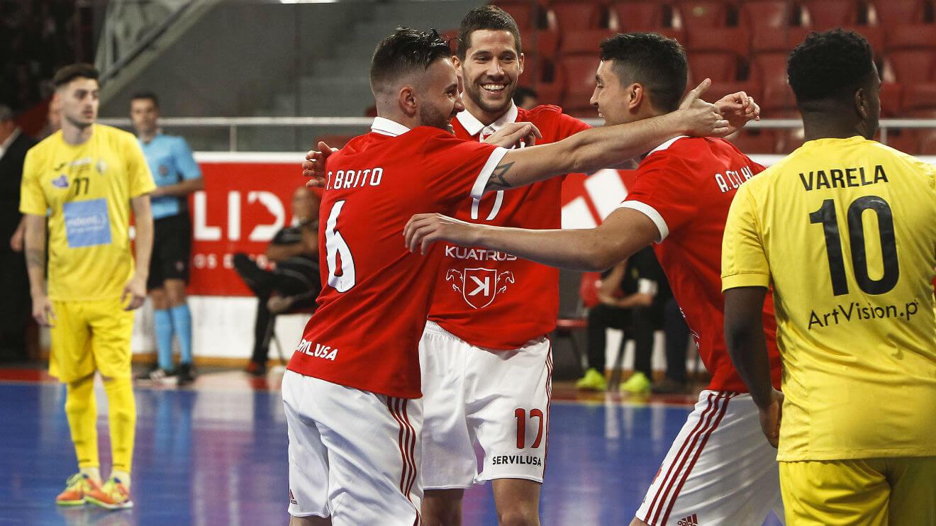 O Benfica voltou a vencer o Quinta dos Lombos (6-1) no segundo jogo dos  quartos de final do play-off da Liga Sport Zone. Mais um triunfo que  permitiu à ... b2e7490f44db3