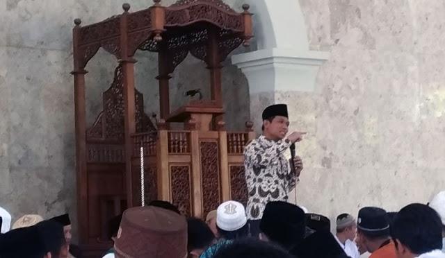 Bupati saat safari Jumat di Masjid Jami' Al Istiqlal SMAN 1 Tempeh