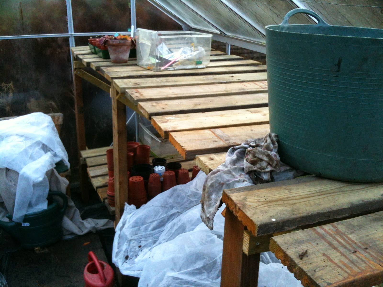 Building your own staging for the greenhouse #lifeonpigrow #DIY