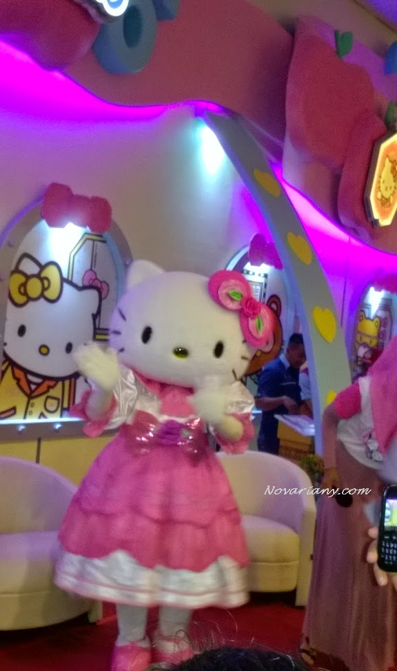 sosok Hello kitty di wahana baru dufan