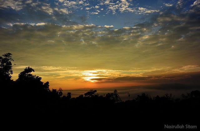 Sunrise terhalang kabut
