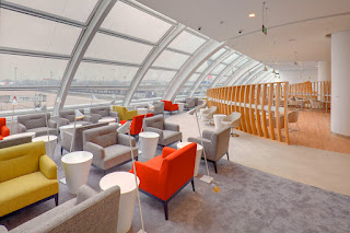 Large curved windows bring in abundant natural light at SkyTeam Beijing lounge