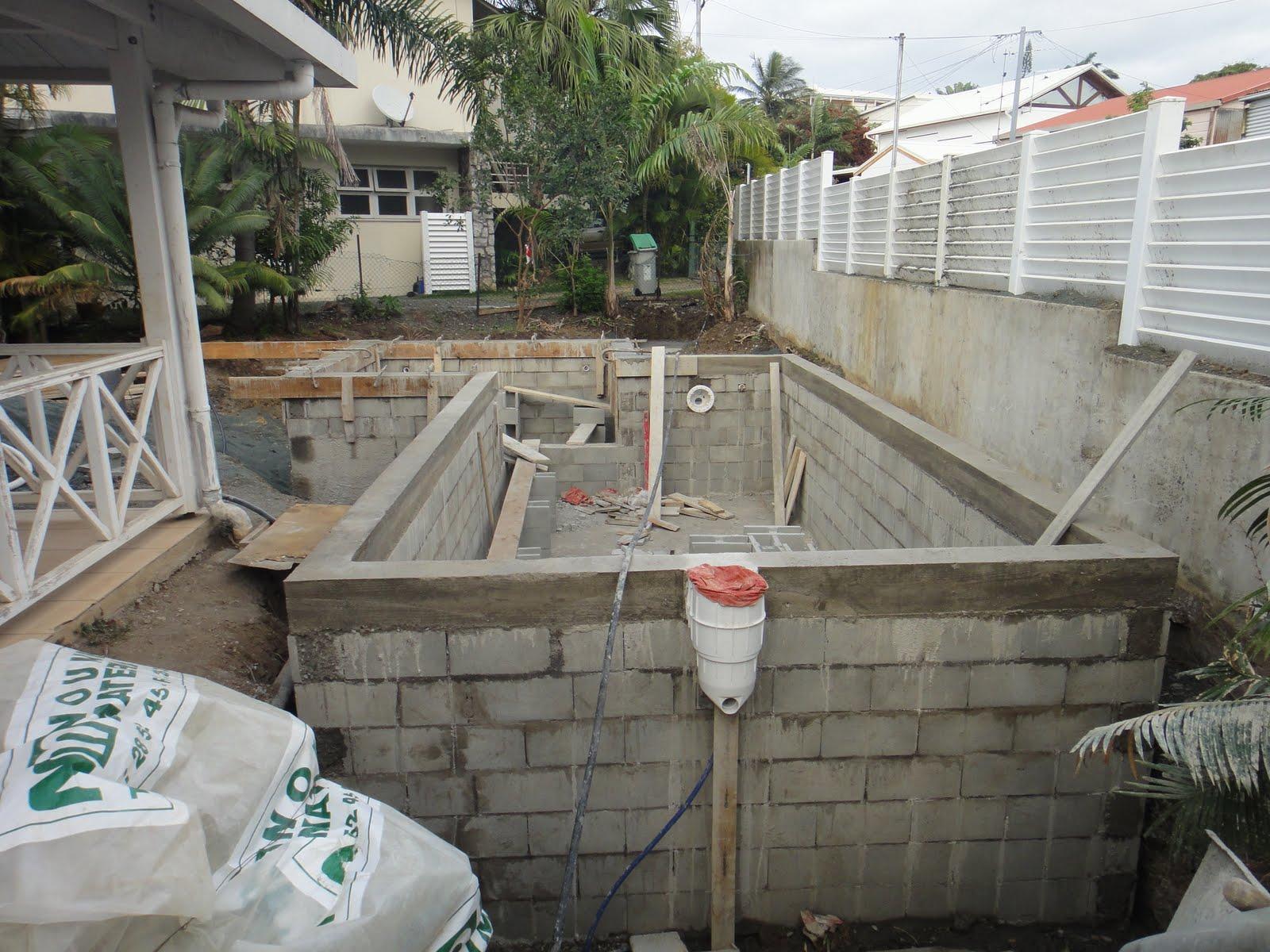 News from nc piscine les murs sont termin s - Terre contre mur maison ...