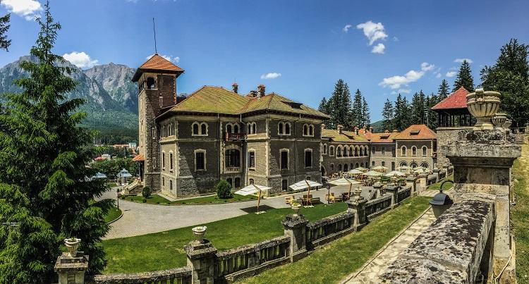Imagine cu Castelul Cantacuzino din Busteni